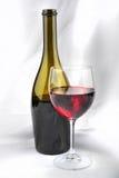 Rode Wijn Botle en Glas Stock Foto