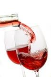 Rode wijn in een glas dat op wit wordt geïsoleerd Royalty-vrije Stock Foto