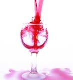 Rode wijn in een kristalglas Royalty-vrije Stock Afbeeldingen