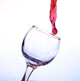 Rode wijn in een kristalglas Royalty-vrije Stock Foto's
