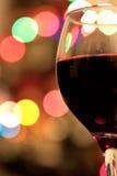 Rode wijn en bokeh stock foto's