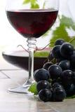 Rode wijn en druiven royalty-vrije stock fotografie