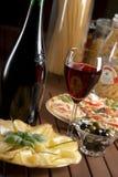 Rode wijn en kaas Royalty-vrije Stock Afbeeldingen