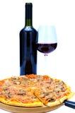 Rode wijn en pizza royalty-vrije stock foto's