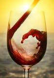 Rode wijn en zonsondergang Royalty-vrije Stock Afbeelding