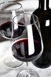 Rode wijn in fles Stock Afbeelding