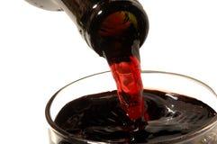 Rode wijn het gieten Royalty-vrije Stock Foto's