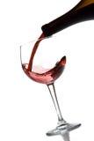 Rode wijn het gieten stock foto