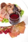 Rode wijn met geroosterd vlees Stock Foto's