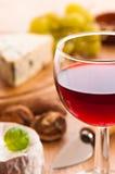 Rode Wijn met Kaas Stock Afbeelding