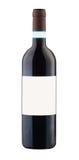 Rode wijnfles die met leeg etiket wordt geïsoleerdd Stock Afbeeldingen