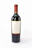 Rode wijnfles die op witte achtergrond wordt geïsoleerdk Stock Foto