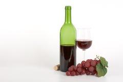 Rode wijnfles en druiven Stock Afbeelding