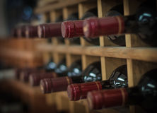 Rode wijnflessen Stock Foto's