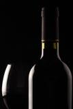 Rode wijnglas en fles Stock Fotografie