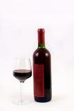 Rode wijnglas en fles stock foto