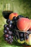 Rode wijnstok met rode druiven Stock Foto