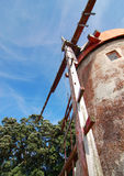 Rode windmolen van onderaan in de Azoren Stock Foto