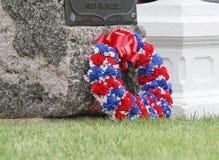 Rode, witte en blauwe kroon met gravetone Stock Fotografie