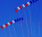Rode witte en blauwe vliegers Stock Foto's