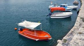 Rode witte vastgelegde motorboten Royalty-vrije Stock Afbeeldingen