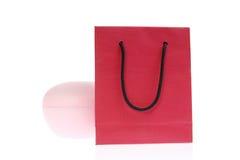 Rode zak die op wit wordt geïsoleerdh royalty-vrije stock fotografie