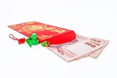 Rode zak en gelukkig geld op Chinees nieuw jaar Royalty-vrije Stock Foto