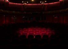 Rode zetels in een theater royalty-vrije stock afbeeldingen