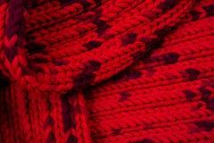 Rode zijde prom Ik breide een kruisend patroon Stock Foto's