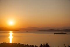 Rode zonsondergang op zee bodrum Turkije Stock Fotografie