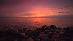 Rode zonsondergang over overzees stock videobeelden