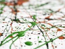 Rode zwarte groene die verf met lijnen en dalingen wordt geploeterd stock fotografie