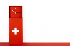 Rode Zwitserse klok op witte achtergrond Royalty-vrije Stock Foto's