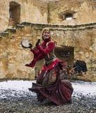 Dancing della Caverna-Donna Immagine Stock