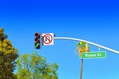 Rodeo Drive v?gm?rke p? den trendiga gatan Rodeo Drive i Hollywood arkivbilder