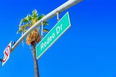 Rodeo Drive v?gm?rke p? den trendiga gatan Rodeo Drive i Hollywood royaltyfri bild
