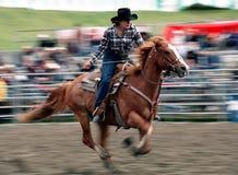 Rodeo: El competir con del barril de las señoras Imagen de archivo libre de regalías