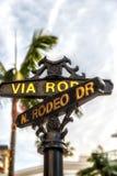Rodeo przejażdżki znak z drzewkami palmowymi w Beverly Hills Zdjęcie Stock