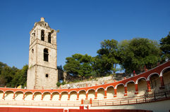 Rodeo y una torre de iglesia fotografía de archivo libre de regalías