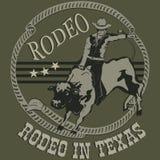Rodeocowboy, der ein wildes Stierschattenbild reitet lizenzfreie abbildung