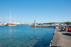 RODI 20 GIUGNO: Porto di Rodi giugno 20,2013 su Rhodes Island, Grecia. Fotografie Stock