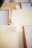 Rodillo con la harina de trigo blanca Fotos de archivo