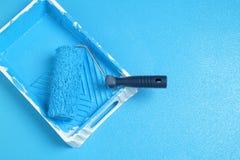 Rodillo con la pintura azul Imagenes de archivo