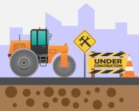 Rodillo de camino en el camino y señal de peligro bajo construcción en el fondo de la ciudad libre illustration