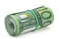 Rodillo de cientos billetes de banco euro. Imagenes de archivo