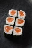 Rodillo de color salmón del maki Fotografía de archivo libre de regalías