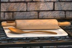 Rodillo de madera en el estante Foto de archivo