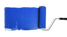 Rodillo de pintura con la pintura azul foto de archivo libre de regalías