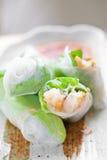 Rodillo de resorte vietnamita con lechuga Imagen de archivo libre de regalías