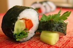 Rodillo de sushi vegetariano Imagenes de archivo